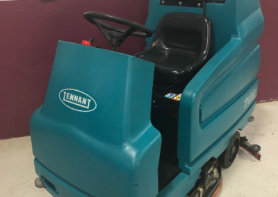Tennant 7100 Rider Sweeper