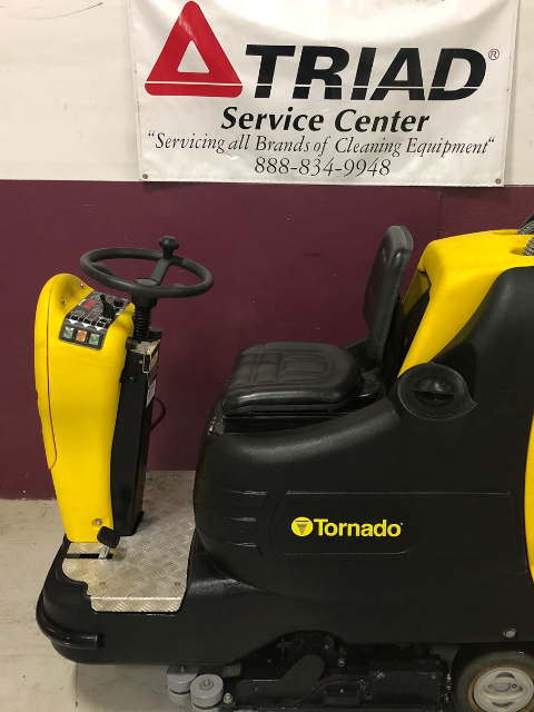 Used Tornado 28_30 99765 Mini Rider Scrubber for sale (1)
