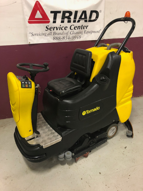 Used Tornado 28_30 99765 Mini Rider Scrubber for sale (3)